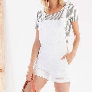 STRADIVARIUS WHITE DISTRESSED SHORTALLS shorts